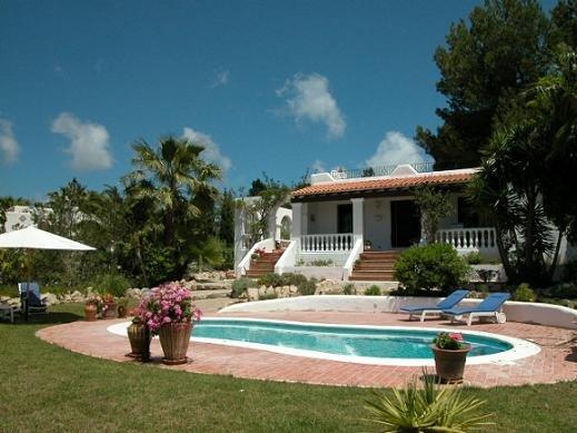 Pianta villa moderna con piscina top progetto e for Ville moderne con piscina